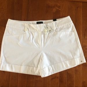 NWT🟥THE LIMITED 🟥 Drew fit woman  white shorts